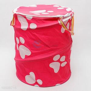 Collapsible laundry basket printed with claw