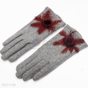 Grey Cashmere Gloves With A Floral Ball