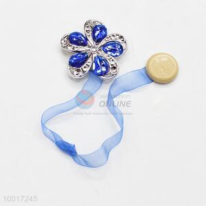 New Design Plastic Flower Curtain Buckle with Three Petals