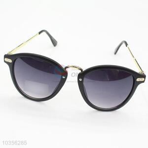 Direct Factory Black Lens Fashion PC Sunglasses for Vacation